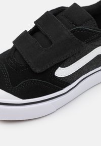 Vans - COMFYCUSH NEW SKOOL  - Trainers - black/true white - 5