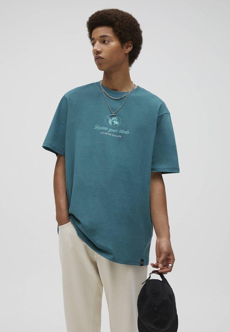PULL&BEAR - Print T-shirt - mottled dark green