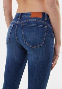 Bershka - LOW WAIST PUSH UP - Jeans Skinny Fit - dark blue - 3