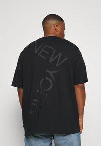 Calvin Klein - BOLD LOGO - T-shirt con stampa - black - 2