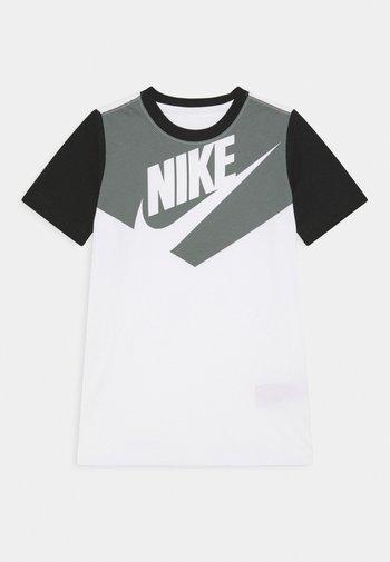 TEE AMPLIFY UNISEX - T-shirts print - white/black