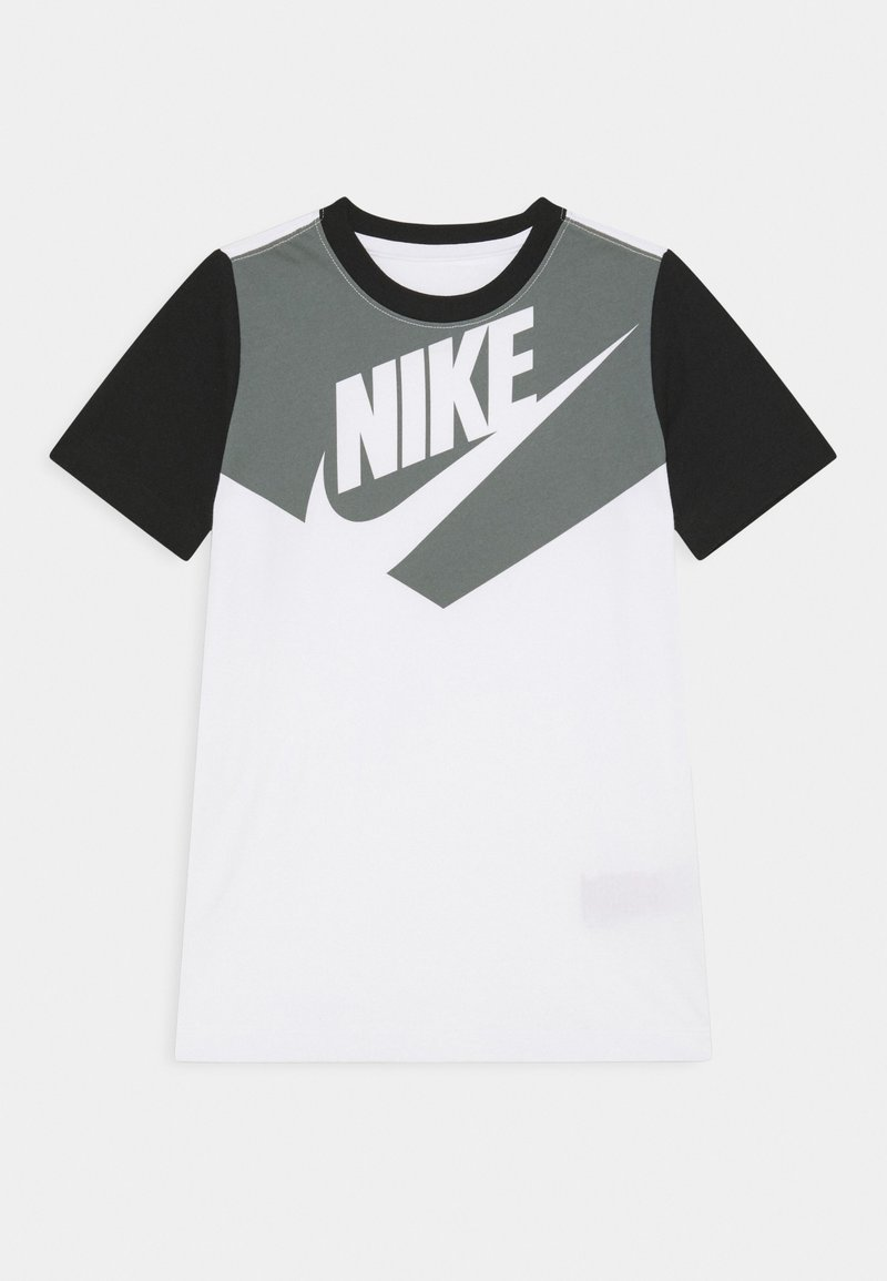 Nike Sportswear - TEE AMPLIFY  - Print T-shirt - white/black