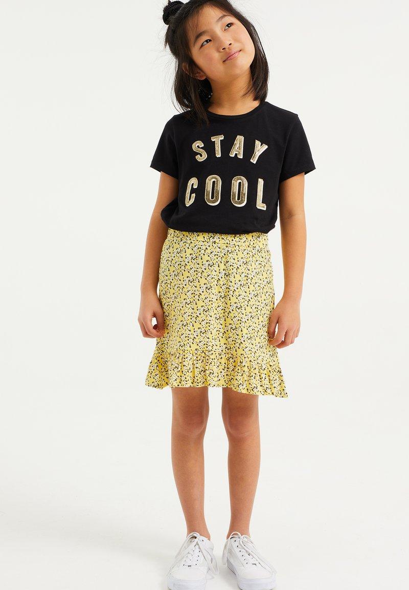 WE Fashion - MET BLOEMENDESSIN - A-line skirt - light yellow