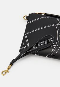Versace Jeans Couture - CROSSBODY FLATCUCITURE PRINT - Borsa a tracolla - nero - 6