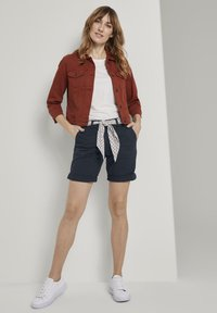 TOM TAILOR - BERMUDA - Shorts - sky captain blue - 1