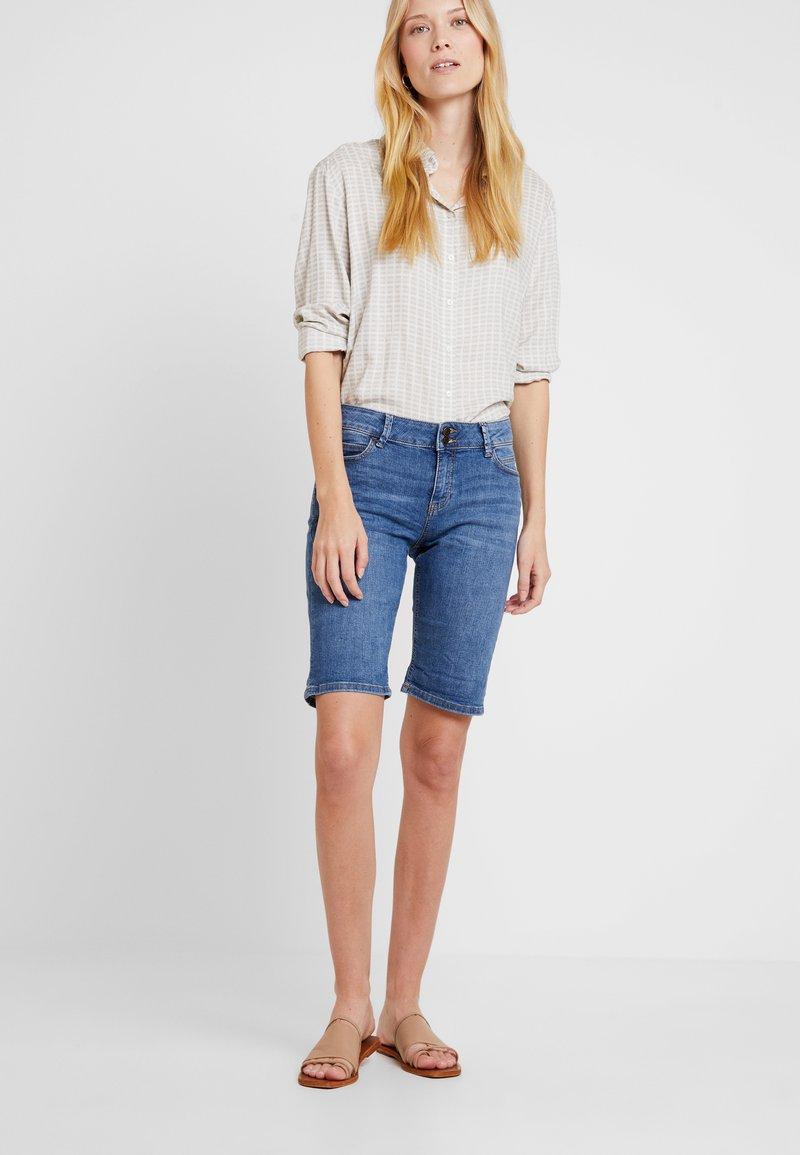 Esprit - MR BURMUDA - Denim shorts - blue light wash