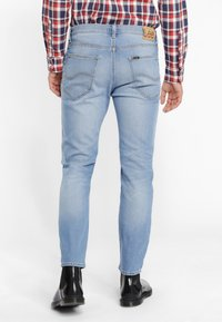Lee - RIDER CROPPED - Jeansy Slim Fit - mottled light blue - 2