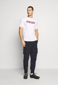 Oakley - MARK II TEE - Print T-shirt - white - 1