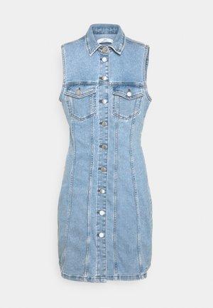 JDYSANNA LIFE BUTTON DRESS - Robe en jean - light blue denim