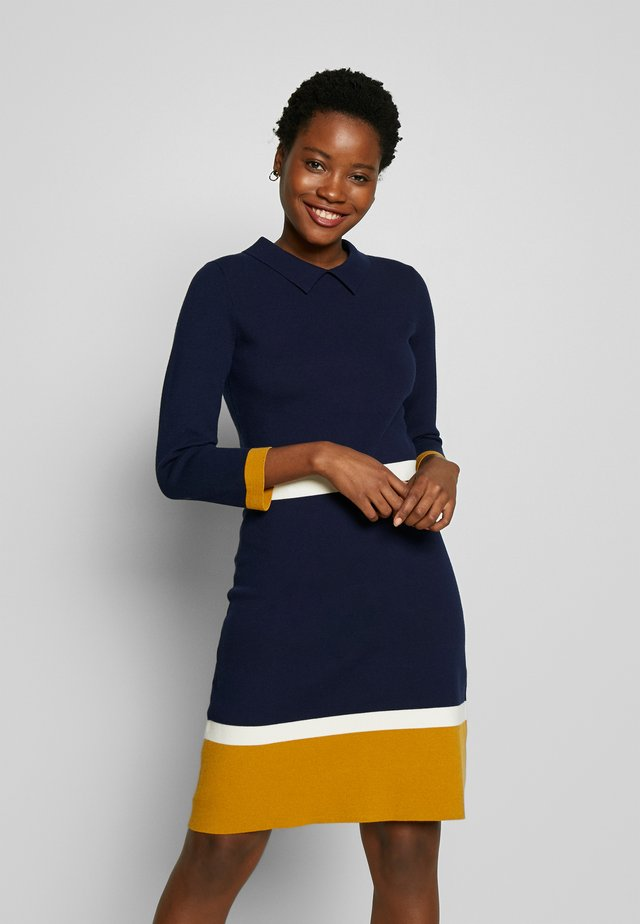 THELMA DRESS - Sukienka dzianinowa - navy multi