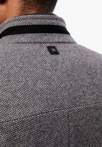 s.Oliver BLACK LABEL - STEHKRAGEN - Short coat - grey melange - 5