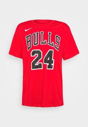 NBA CHICAGO BULLS LAURI MARKKANEN NAME AND NUMBER TEE - Print T-shirt - university red