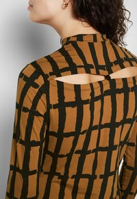Proenza Schouler White Label - PAINTED GRID TURTLENECK TOP - T-shirt à manches longues - khaki/black - 6