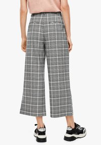 Q/S designed by - KARIERTE CULOTTE - Trousers - black check - 2