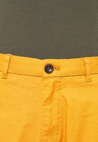 Scotch & Soda - STUART CLASSIC - Shorts - rust - 3