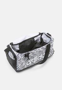 adidas Performance - DUFFEL - Sportovní taška - black/white - 3