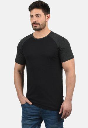 RUNDHALSSHIRT BASTIAN - Basic T-shirt - black