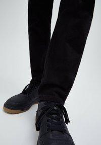 PULL&BEAR - Straight leg -farkut - black - 5