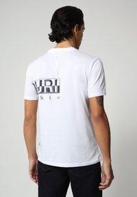 Napapijri - SALLAR LOGO - T-shirt med print - bright white - 1