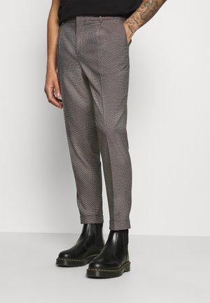 BLAKE CLASSIC PLEATED STRUCTURED - Trousers - dark brown
