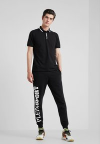 Plein Sport - JOGGING TROUSERS STATEMENT - Pantaloni sportivi - black - 1