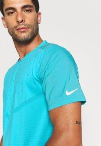 Nike Performance - RISE - Triko spotiskem - chlorine blue - 3