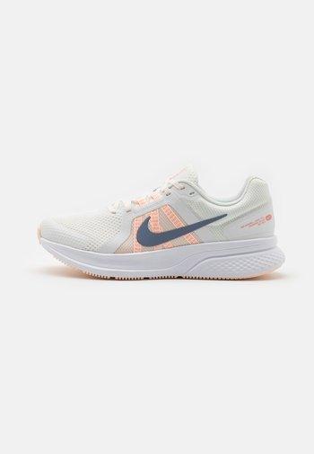 RUN SWIFT 2 - Zapatillas de running neutras - summit white/ashen slate/crimson tint/orange pearl/crimson bliss/white