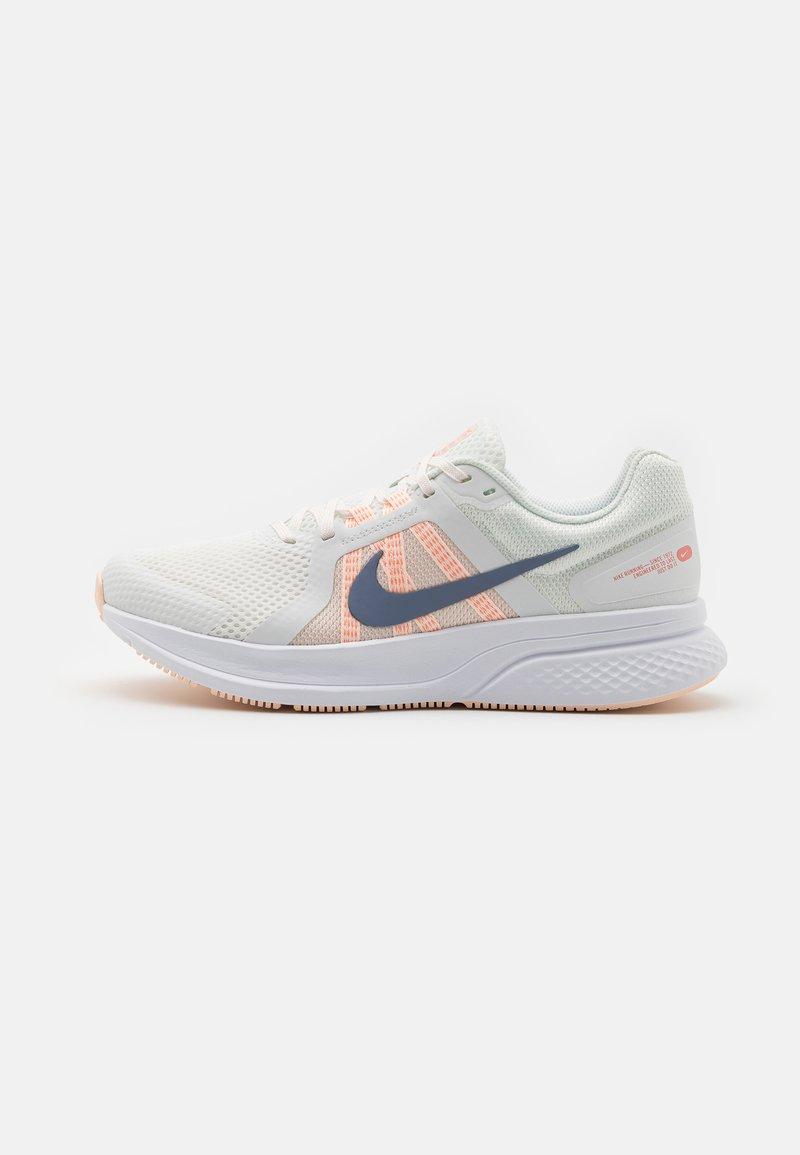 Nike Performance - RUN SWIFT 2 - Zapatillas de running neutras - summit white/ashen slate/crimson tint/orange pearl/crimson bliss/white