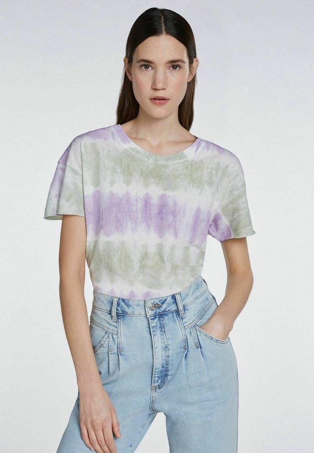 BATIK-LOOK - Print T-shirt - lilac green
