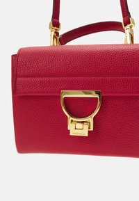 Coccinelle - ARLETTIS - Handbag - ruby - 7