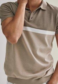 Massimo Dutti - KURZÄRMELIGER  - Polo shirt - beige - 3