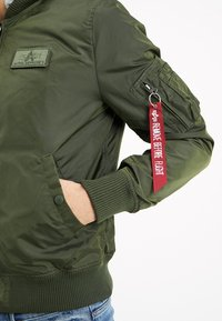 Alpha Industries - HOOD - Bomber bunda - dark green - 6