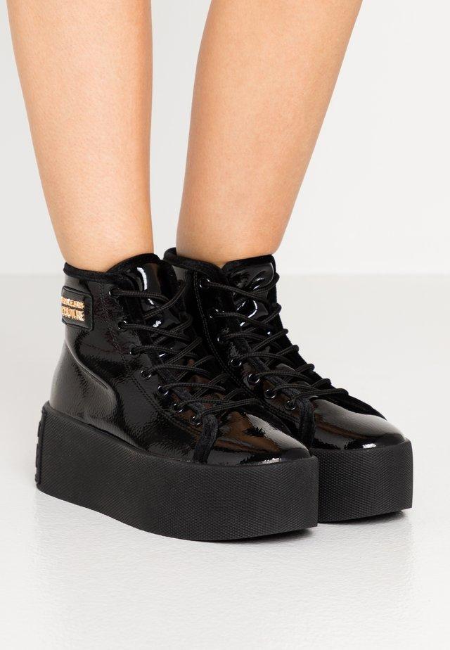 HIGH UPPER PLATFORM SOLE - Zapatillas altas - nero