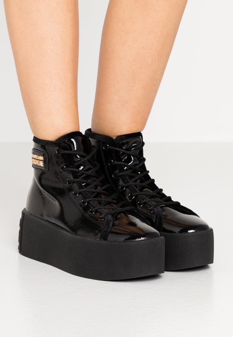 Versace Jeans Couture - HIGH UPPER PLATFORM SOLE - Sneakersy wysokie - nero