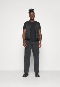 Carhartt WIP - DEARBORN SINGLE KNEE PANT - Kalhoty - black worn - 1