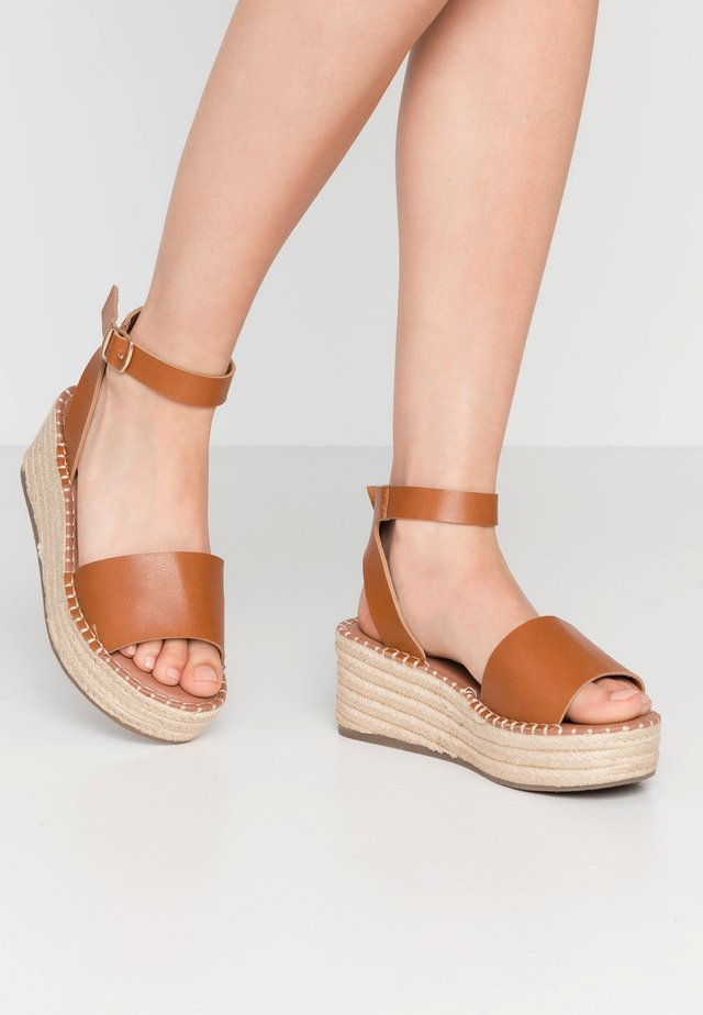 WIDE FIT POPPINS - Espadrilky - tan