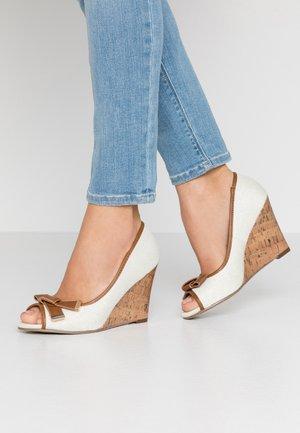 CASSIDY - Høye hæler med åpen front - beige