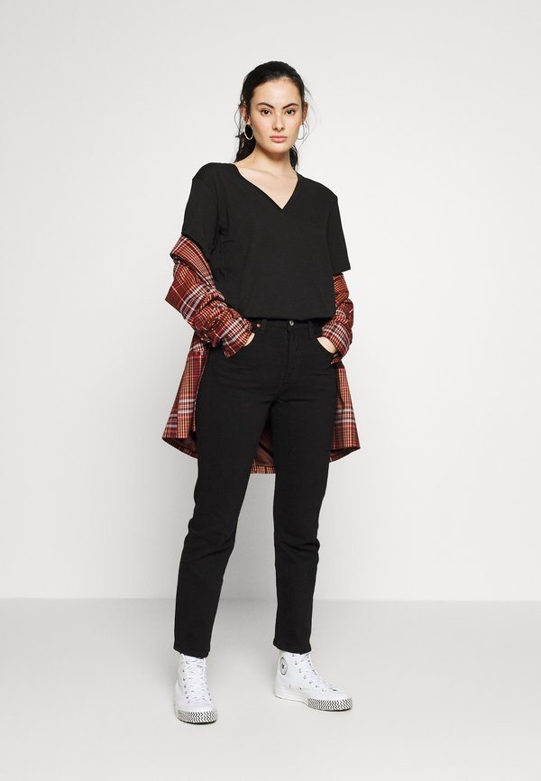 Weekday LAST V NECK - T-shirt basic - black Kolor jednolity Odzież Damska FXJM TT 3