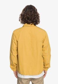 Quiksilver - Light jacket - honey - 2