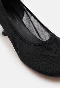 MM6 Maison Margiela - Classic heels - black - 4