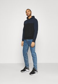 Calvin Klein - COLOR BLOCK HOODIE - Sweat à capuche - blue - 1