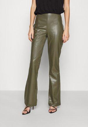 BOOTCUT PANTS - Pantalon classique - green