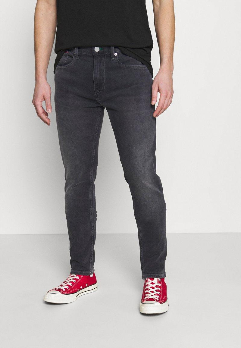 Tommy Jeans - AUSTIN TAPERED - Slim fit jeans - denim black comfort
