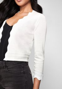 Lipsy - SCALLOP SHRUG - Vest - white - 2