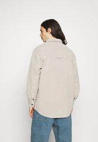 BDG Urban Outfitters - ACID WASH SHACKET - Kevyt takki - stone - 2