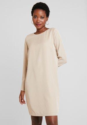 ANIKO DRESS - Denní šaty - sand