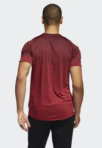 adidas Performance - FREELIFT 360 GRADIENT GRAPHIC T-SHIRT - T-shirts print - red - 1