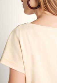 comma - Print T-shirt - shell placed print woman - 4