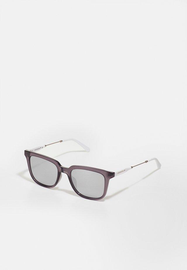 UNISEX - Sluneční brýle - crystal grey
