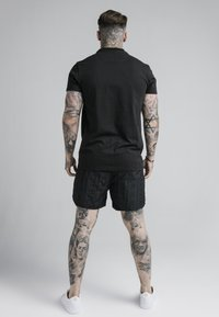 SIKSILK - FITTED BOX TEE - Triko spotiskem - black/grey - 2